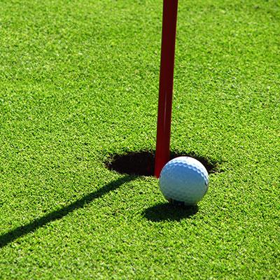 Golf_(c)_Rainer-Sturm / PIXELIO