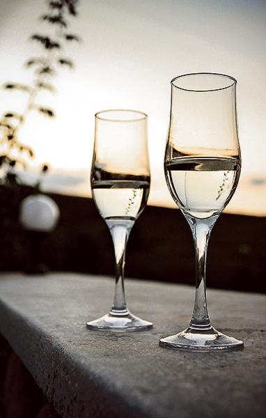 Champagner (c) mocbog/SXC